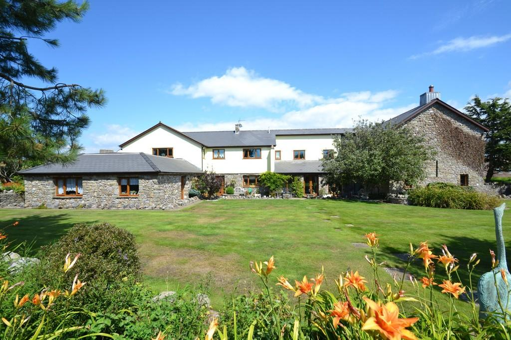 5 Bedrooms Barn Conversion Character Property for sale in The Old Barn, Mawdlam, Bridgend County Borough, CF33 4PH.