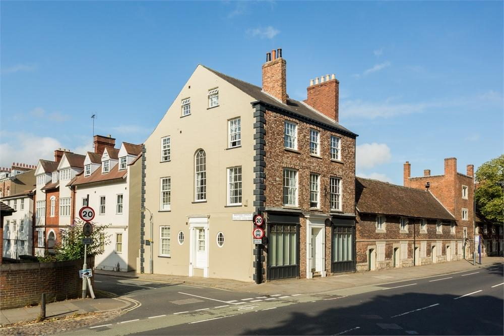 2 Bedrooms Flat for sale in Bootham Terrace, York