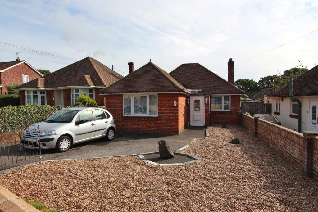 2 Bedrooms Detached Bungalow for sale in Hobb Lane, Hedge End SO30