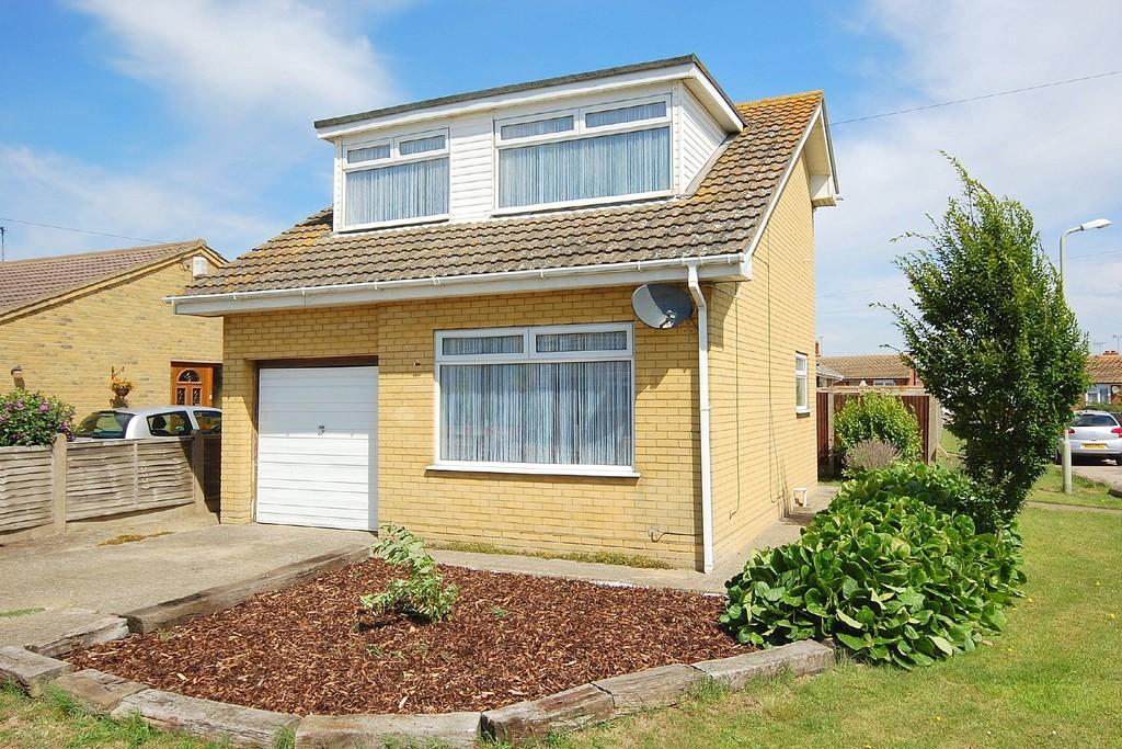 2 Bedrooms Detached Bungalow for sale in Wolseley Avenue, Studd Hill, Herne Bay