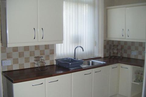 3 bedroom flat to rent - 77a Bradford Road, Idle, BD10 9LB