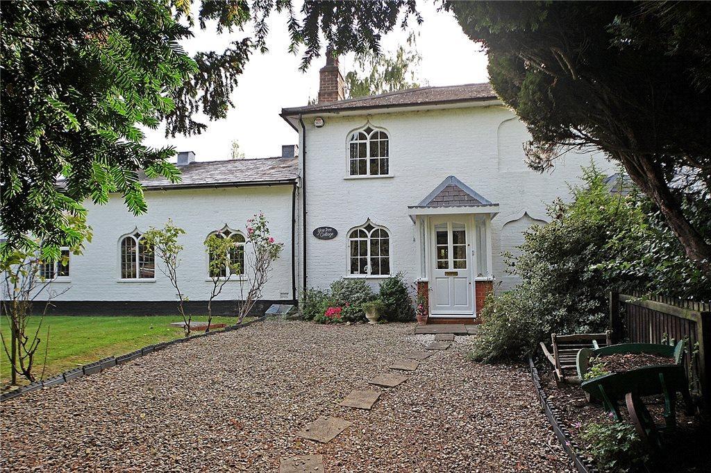 2 Bedrooms Terraced House for sale in The School House, Birmingham Road, Mappleborough Green, Warwickshire, B80