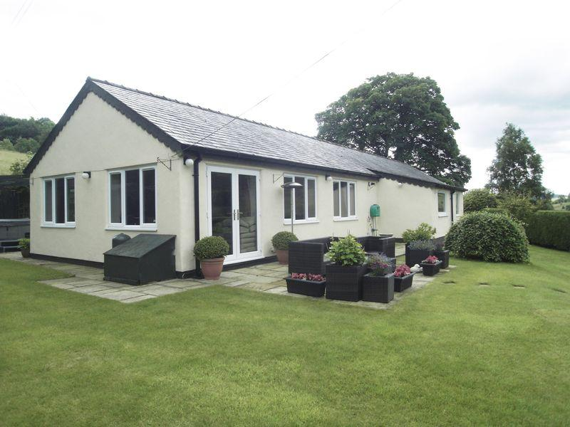 4 Bedrooms Bungalow for sale in Fabulous Four bedroom bungalow with stunning views and every modern facility