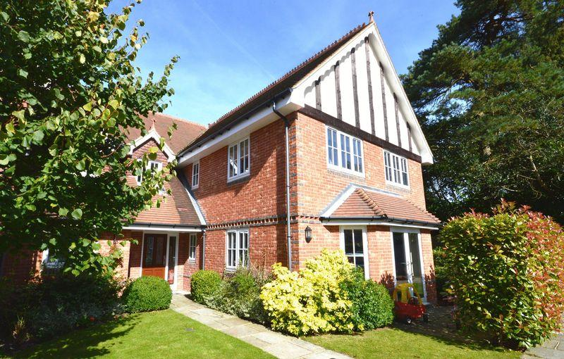 2 Bedrooms Apartment Flat for sale in Tilford Road, Hindhead