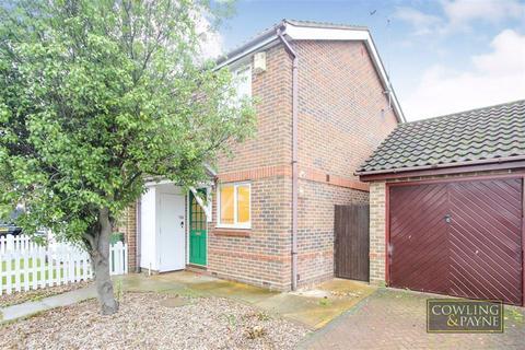 2 bedroom semi-detached house to rent - Fletcher Drive, Wickford, Essex