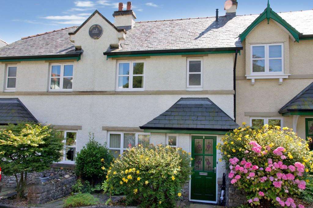2 Bedrooms Terraced House for sale in 8 Graythwaite Court, Fernhill Road, Grange-Over-Sands, Cumbria, LA11 7BN