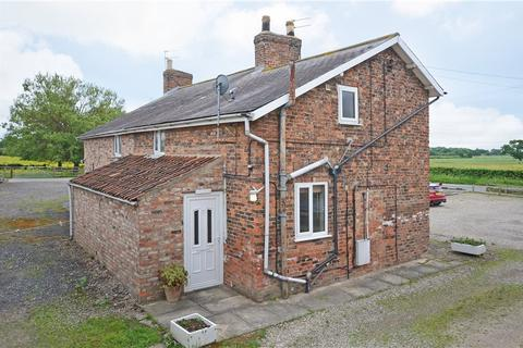 2 bedroom character property to rent - ROWES COTTAGE A, STOCKTON LANE, YORK, YO32 9UB