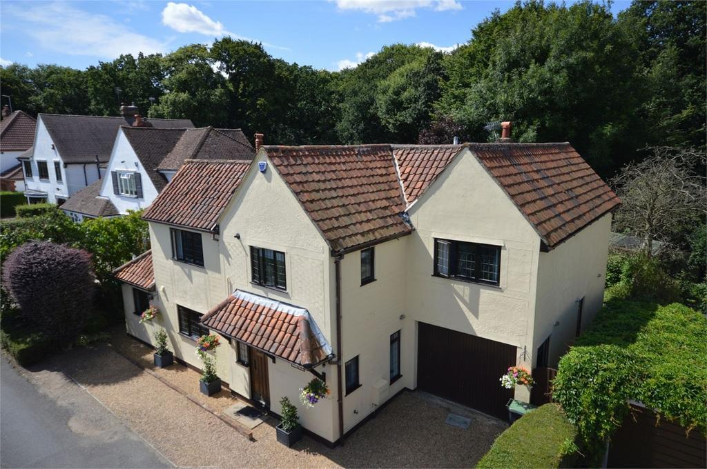 4 Bedrooms Detached House for sale in Chestnuts, 34 Forest Glade, Epping/North Weald borders, Essex