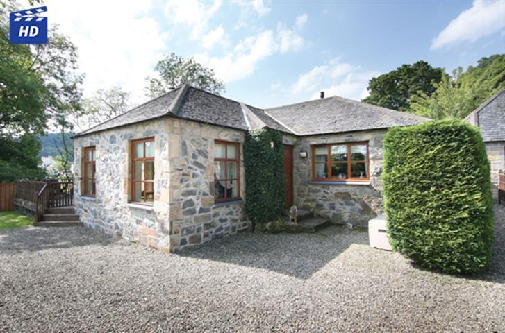 2 Bedrooms Cottage House for sale in Riverside Cottage Lochside Road, Kinlochard, FK8 3TL