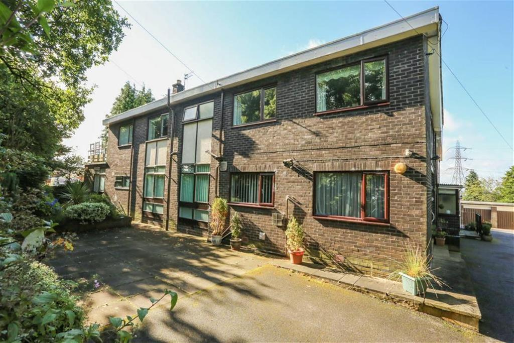 3 Bedrooms Flat for sale in Marple Old Road, Offerton Green, Cheshire