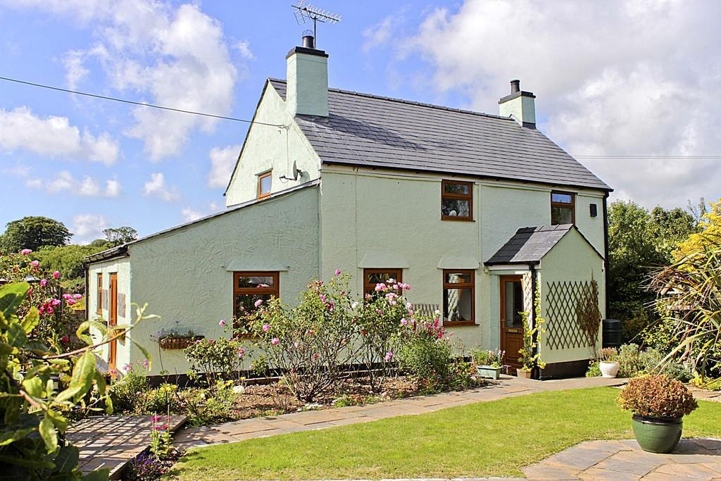 3 Bedrooms Detached House for sale in Pentrefelin, Amlwch, North Wales