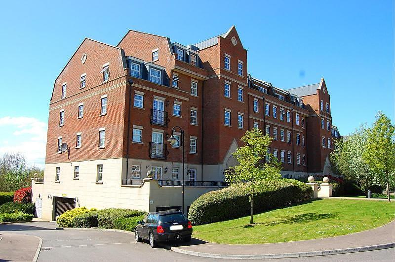 2 Bedrooms Apartment Flat for rent in Joseph Court, Kipling Close, Brentwood, Essex, CM14