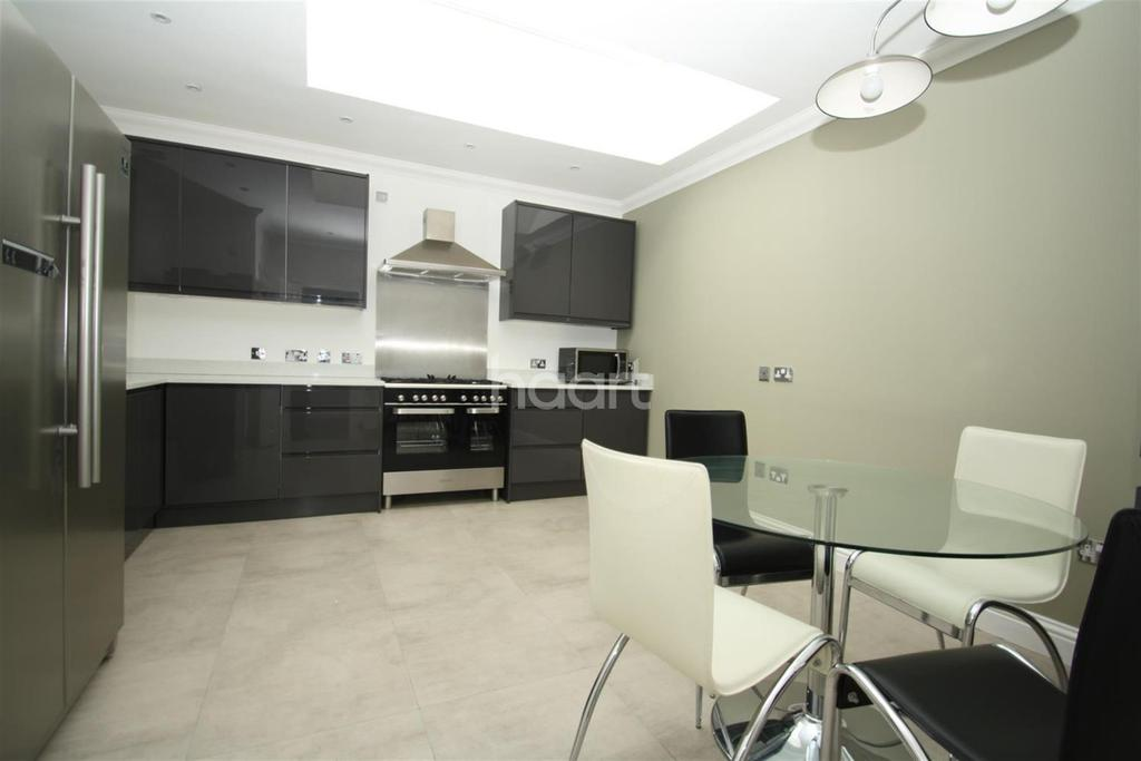 2 Bedrooms Flat for rent in Thorpe Road