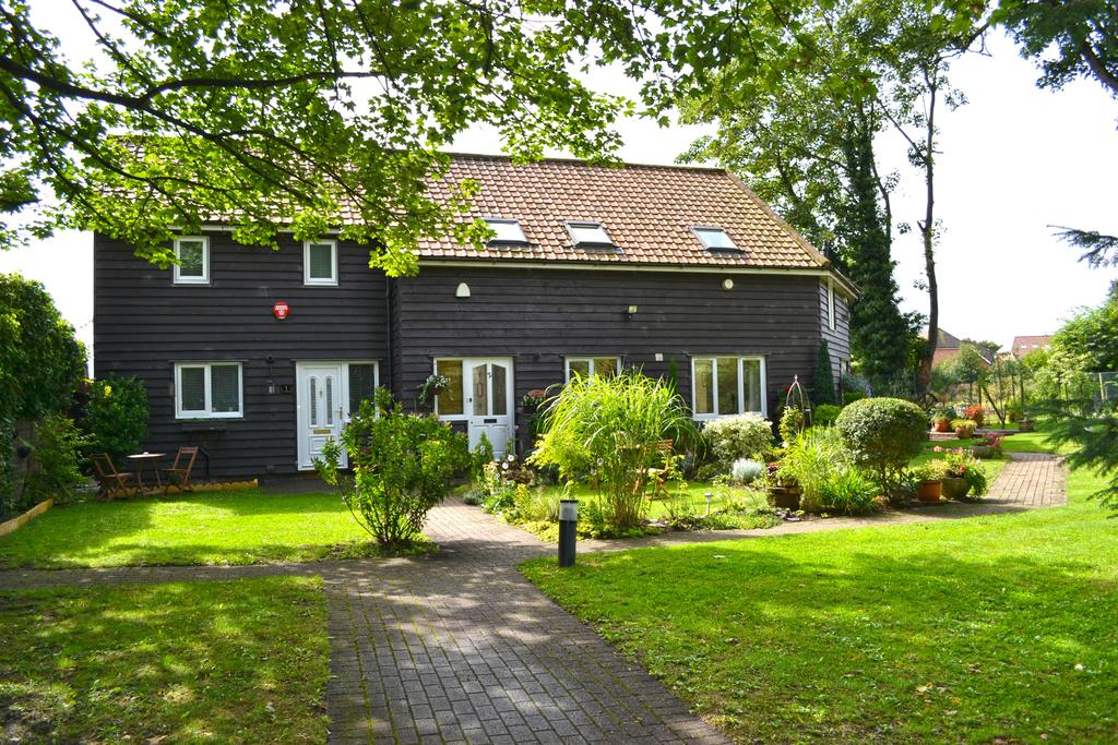 2 Bedrooms Unique Property for sale in New River Boat House, High Road, Broxbourne, Broxbourne EN10