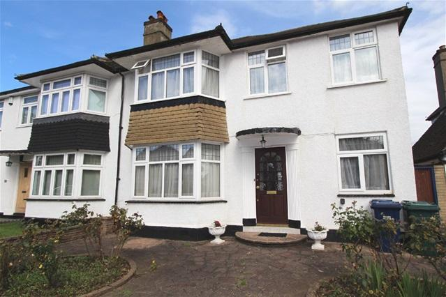 3 Bedrooms House for sale in Green Lane, Edgware