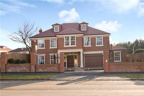 6 bedroom detached house for sale - Stradbroke Drive, Chigwell, Essex, IG7
