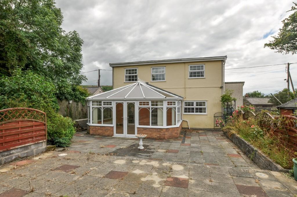 3 Bedrooms Detached House for sale in Waunfawr, Caernarfon, North Wales