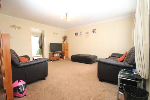 3 bedroom semi-detached house to rent - Barkis Close, Chelmsford