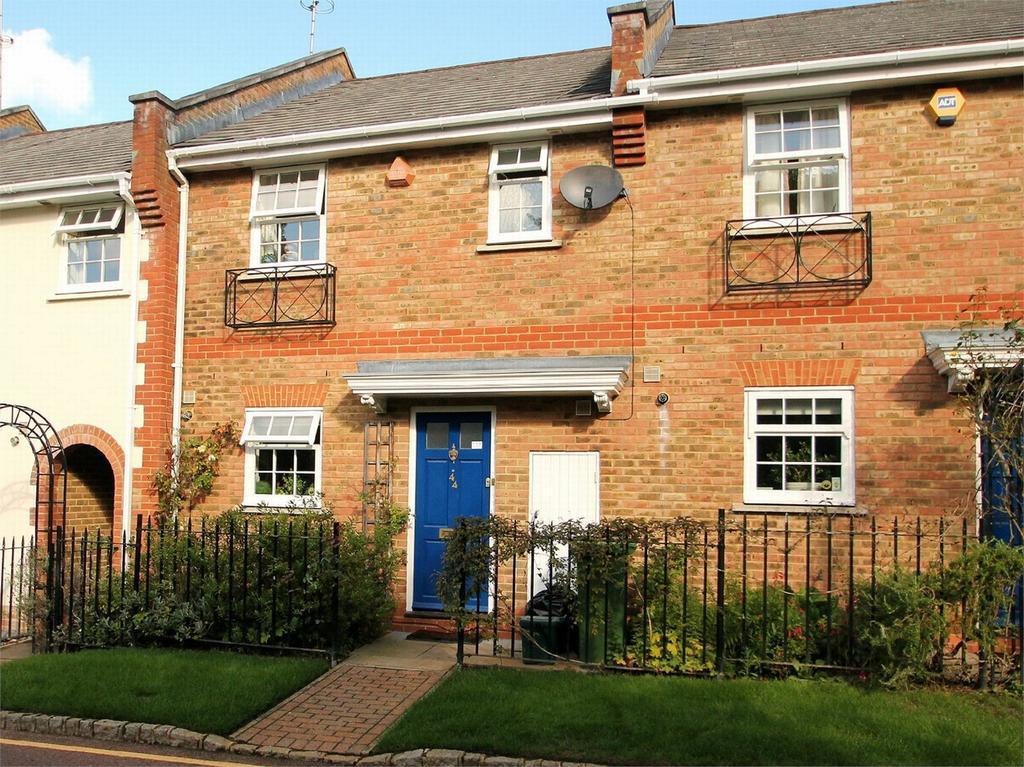 3 Bedrooms Terraced House for rent in Camberley, Surrey