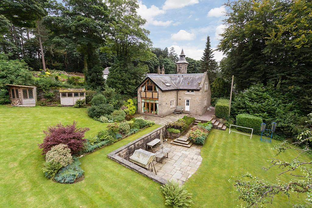 5 Bedrooms House for sale in Moorfield, Glossop