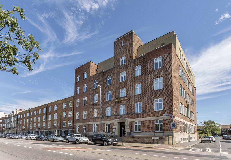 5 Bedrooms Apartment Flat for sale in Kings Terrace, Southsea