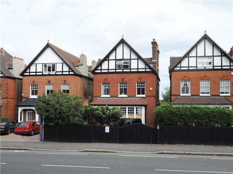 6 Bedrooms Detached House for sale in High Road, Woodford Green, IG8