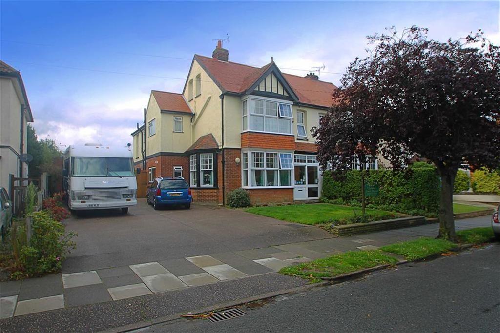 9 Bedrooms Semi Detached House for sale in Hadleigh Road, Frinton-on-Sea