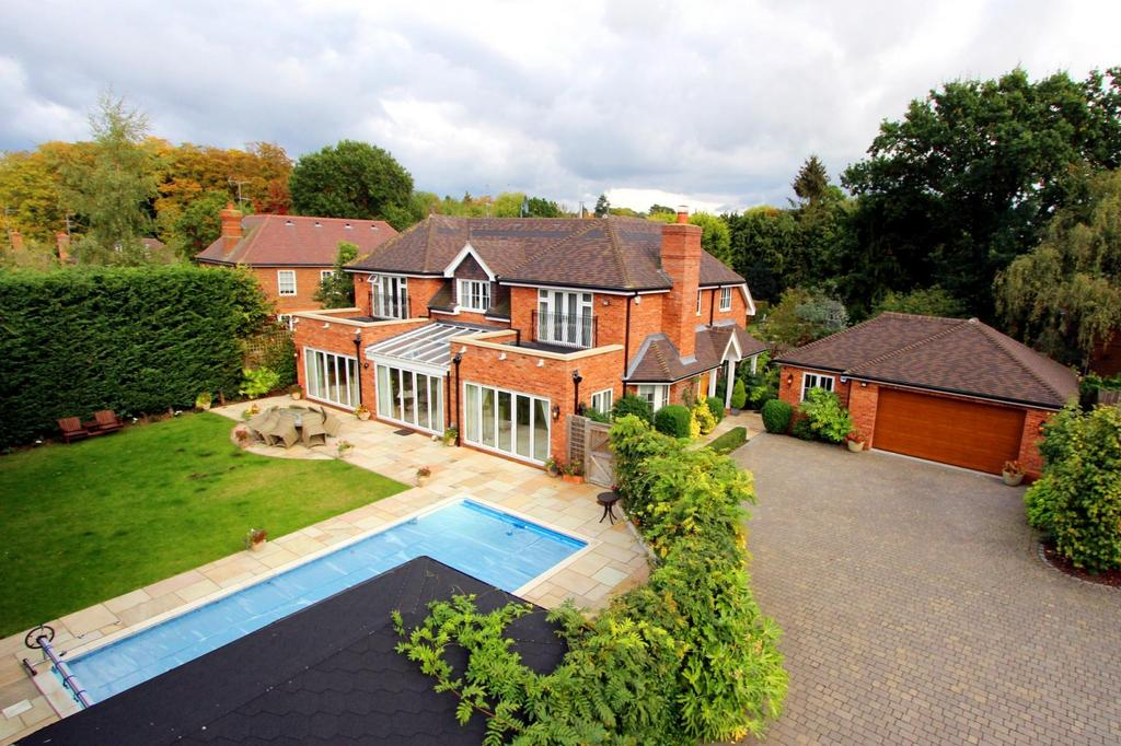 4 Bedrooms Detached House for sale in Burgess Wood Road South, Beaconsfield, HP9