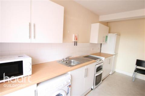 4 bedroom flat to rent - Martyr Road