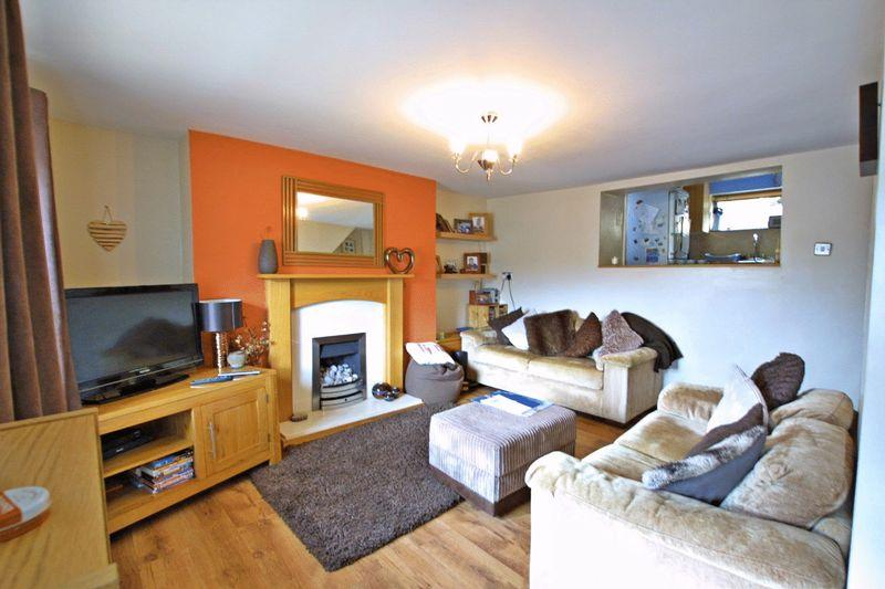 2 Bedrooms Terraced House for sale in Talysarn, Gwynedd