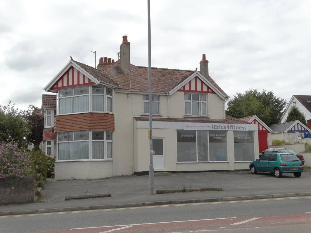4 Bedrooms Semi Detached House for sale in 116 118 Llandudno Road, Penrhyn Bay, LL30 3HL