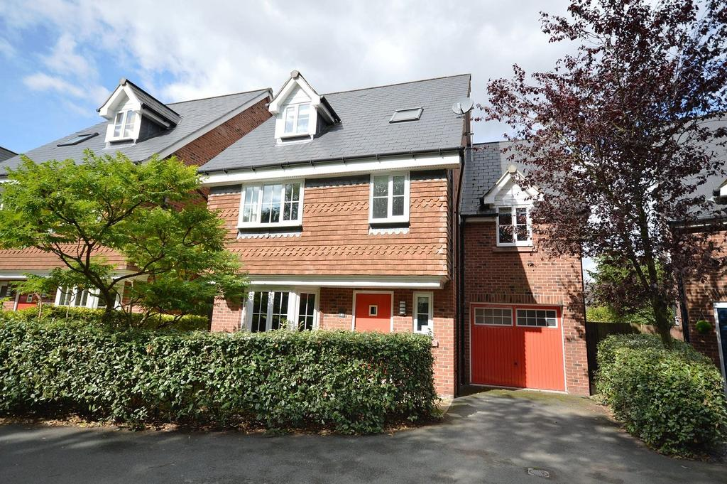 5 Bedrooms Detached House for sale in Longcroft Place, Lymm