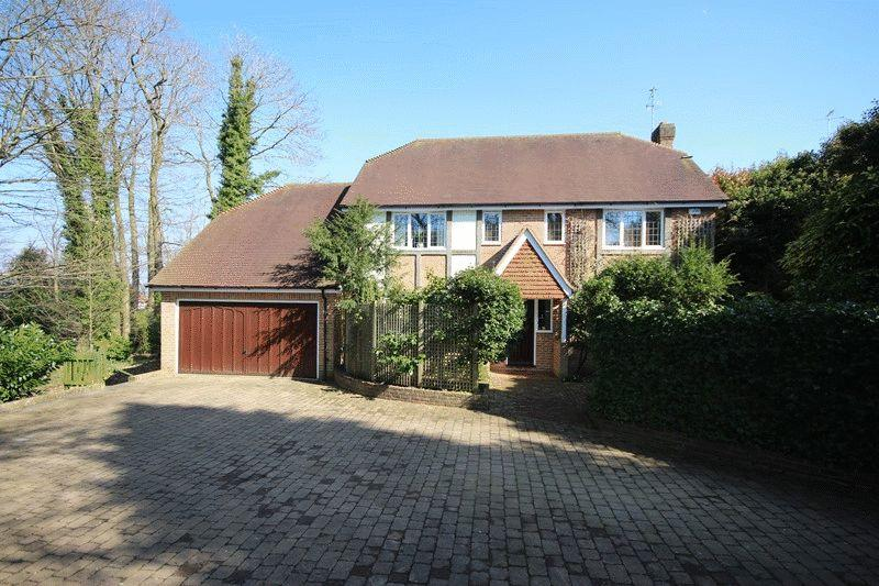 4 Bedrooms Detached House for sale in Woodridge Close, Haywards Heath, West Sussex