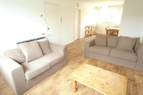 2 bedroom flat to rent - PARK VIEW COURT, STREET LANE, ROUNDHAY, LEEDS LS8 1BS