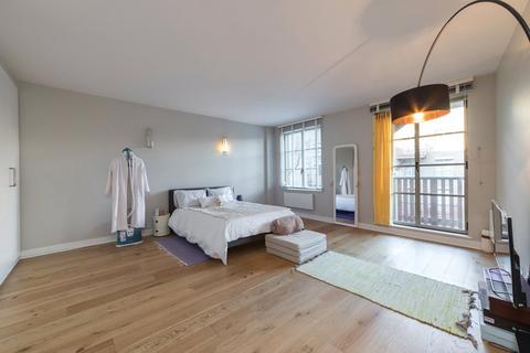 Studio to rent - The Circle, Queen Elizabeth Street, London