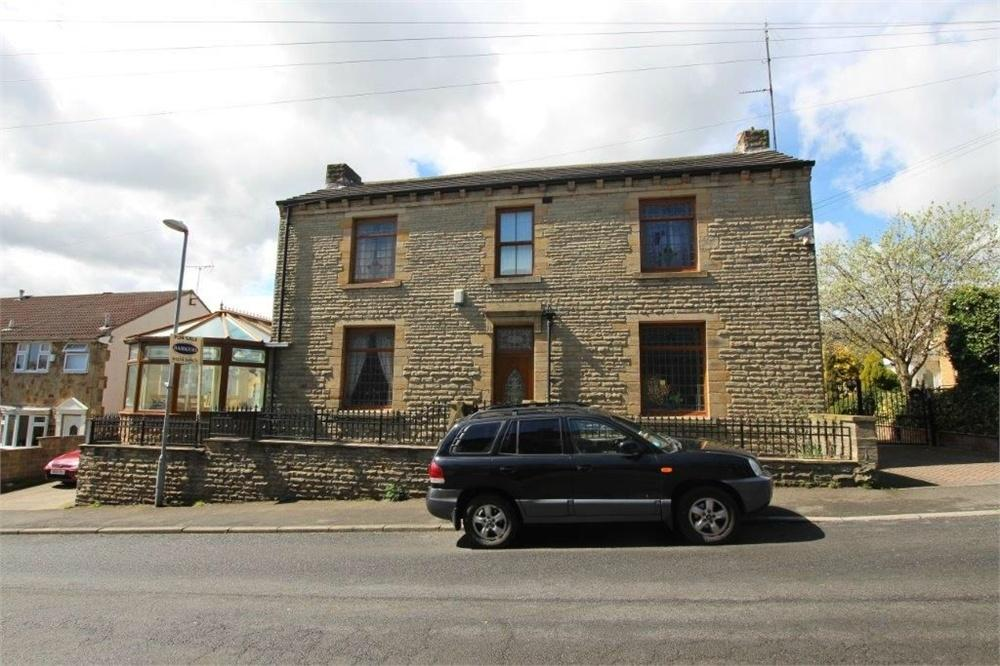3 Bedrooms Detached House for sale in Westcliffe Road, CLECKHEATON, West Yorkshire