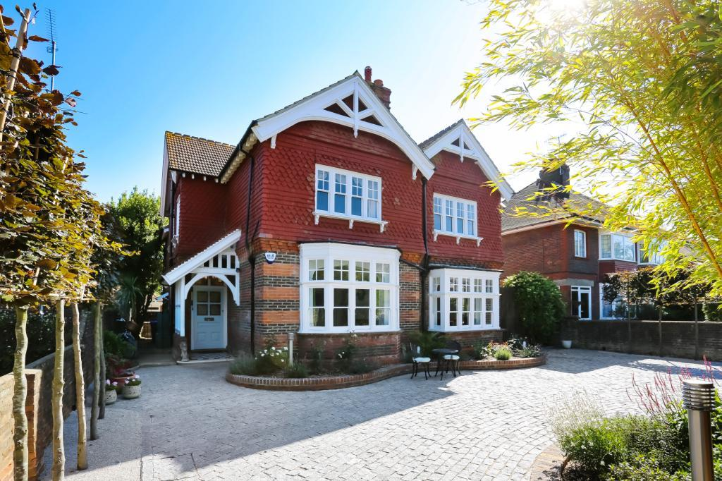 4 Bedrooms Detached House for sale in Belsize Road, Worthing, West Sussex, BN11