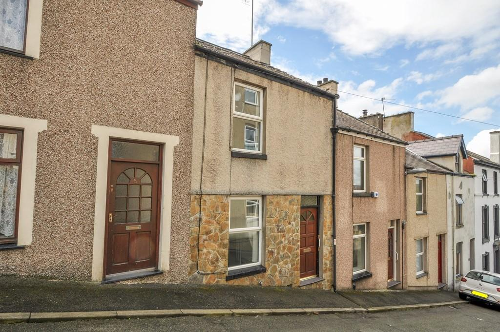 2 Bedrooms Terraced House for sale in Rowland Street, Caernarfon, North Wales