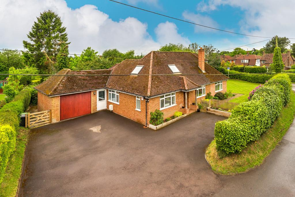 4 Bedrooms Chalet House for sale in Liphook