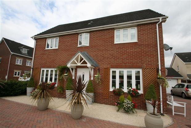 4 Bedrooms Detached House for sale in Sword Hill, Castell Maen, Caerphilly