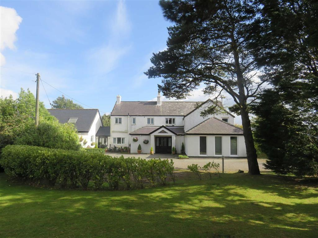 3 Bedrooms Detached House for sale in Llansadwrn, Menai Bridge, Anglesey