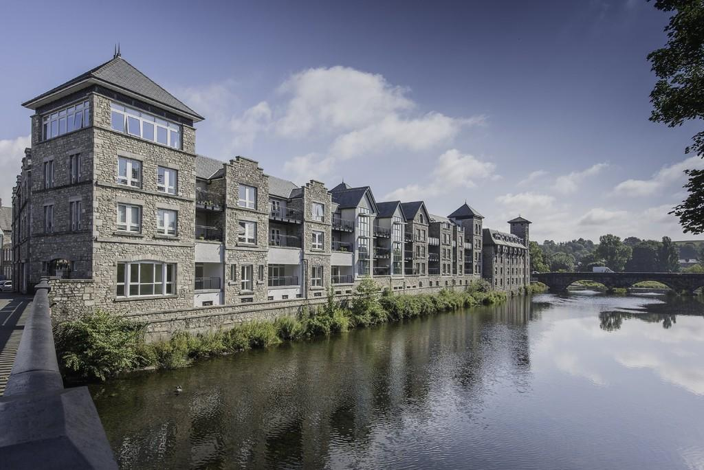3 Bedrooms Apartment Flat for sale in 44 Kentgate Place, Kendal, LA9 6EQ