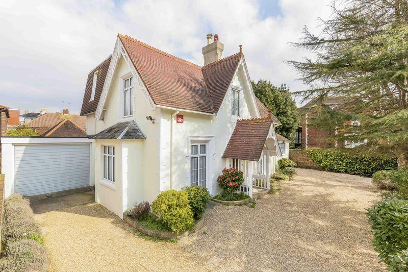 5 Bedrooms Detached House for sale in Auckland Road East, Southsea