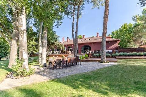 8 bedroom chalet  - Alcobendas, La Moraleja, Madrid