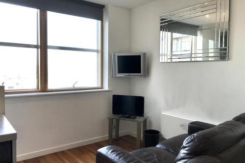 Studio to rent - WEST POINT, WELLINGTON STREET, LEEDS, LS1 4JJ