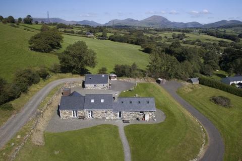 5 bedroom barn conversion for sale - Pentrefelin, Criccieth, North Wales
