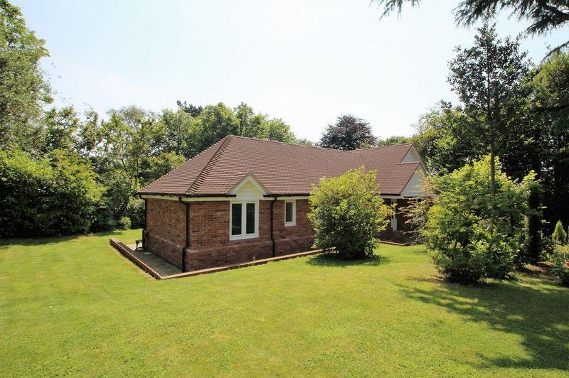 3 Bedrooms Bungalow for sale in Old Lane, Mayfield