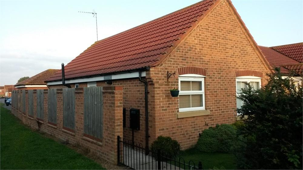 2 Bedrooms Semi Detached Bungalow for sale in Swan Court, Hornsea, East Riding of Yorkshire