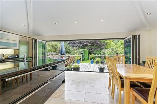 4 Bedrooms Detached House for sale in Florence Avenue