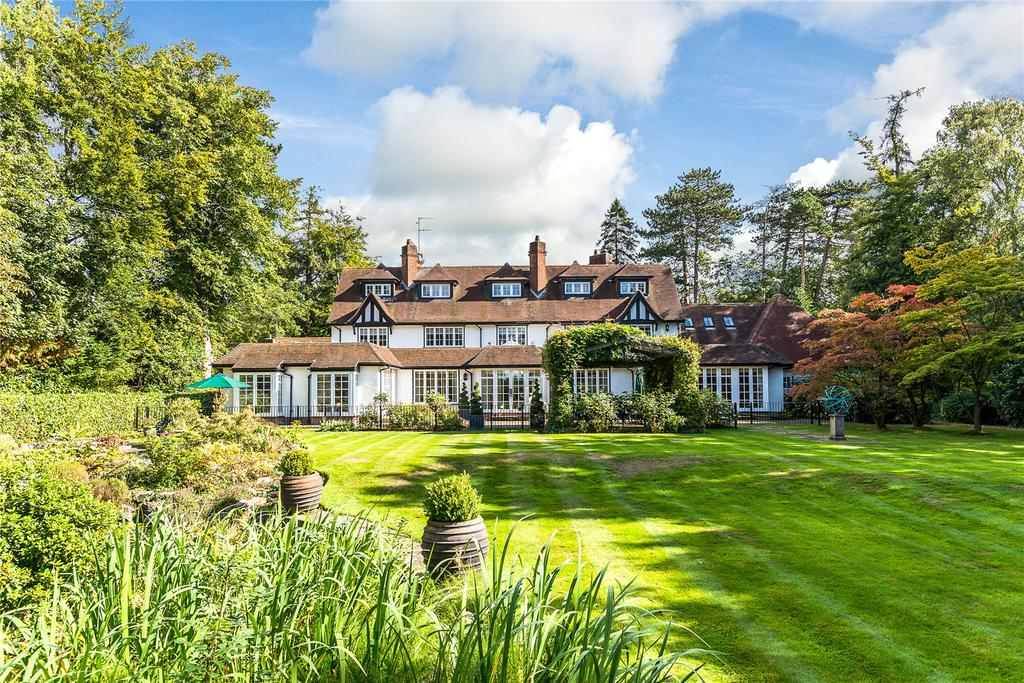 7 Bedrooms Unique Property for sale in Chalfont Lane, Chorleywood, Hertfordshire, WD3